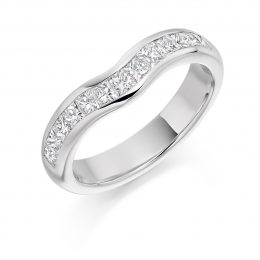 shaped wedding ring with princess cut diamond in gold