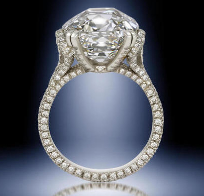 Novelist diamond jewelry fetches 2 million dollars.
