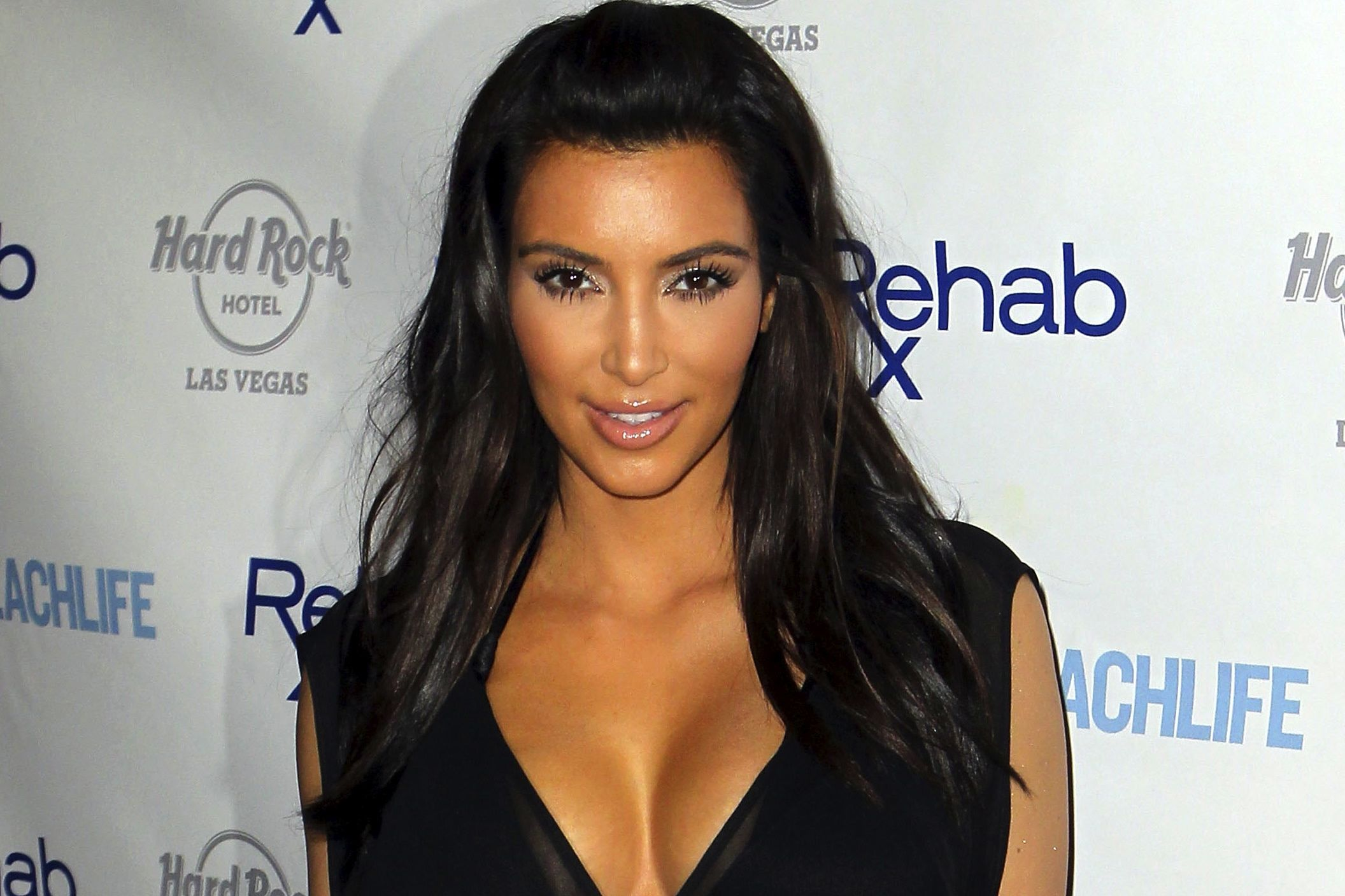 Kim Kardashian and the diamond dust spray tan !