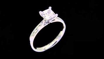 "Loyes Diamonds – Engagement Rings Dublin ""Samantha"" Princess Cut Solitaire Engagement Ring."