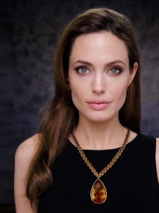 Angelina Jolie-Pitt necklace